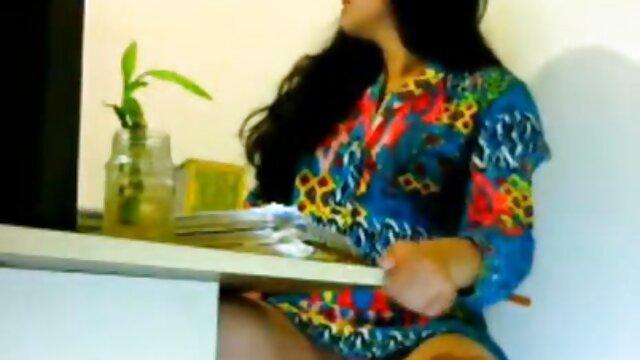 4. अंतरजातीय अश्लील वीडियो के युवा जोड़े को प्यार करता सेक्सी बीएफ मूवी वीडियो है, जो सेल्फी